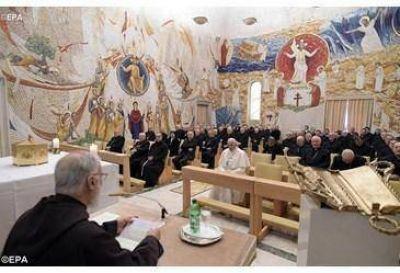 El Papa Francisco asiste a la tercera predicación de Cuaresma