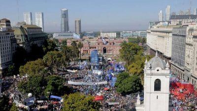 Dividido, el kirchnerismo convirtió el 24 de marzo en un acto anti-Macri