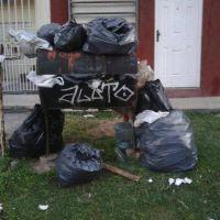 Tapados de basura y emergencia en Berisso