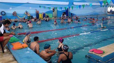 Más recortes del Emder: suspenden clases de natación en Colinas por falta de médicos