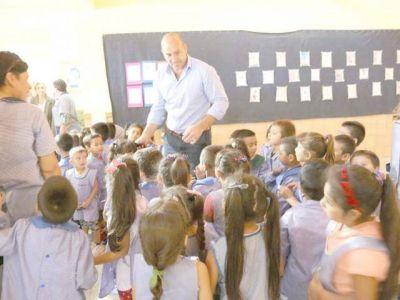 Molina inauguró 5 aulas y dialogó con los docentes