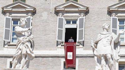 Ángelus del Papa ¿Qué cosa significa caminar en la luz?