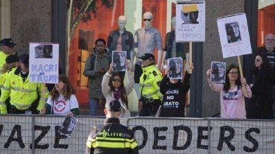 Manifestantes escracharon a Macri en la Plaza Dam de Holanda