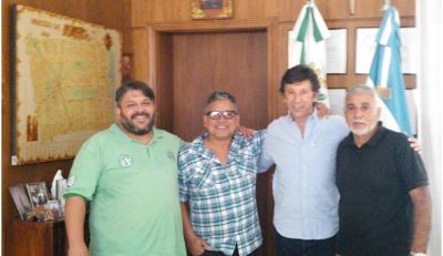 Sindicatos portuarios junto al Intendente de San Isidro, Gustavo Posse