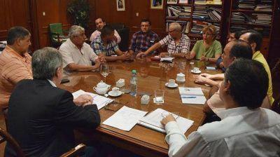 Reunión de gobierno y gremios para garantizar aplicación salarial