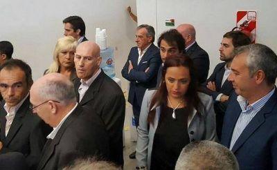 La solitaria presencia de Cariglino en la visita de Macri a Malvinas