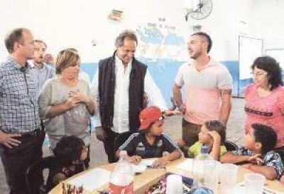 Con la mirada en las PASO, Scioli visitó Lomas de Zamora