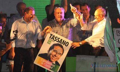 Multitudinaria presentación de Tassano-Lanari con Colombi como broche de oro