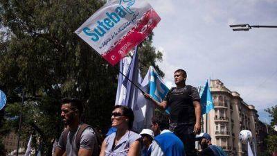 Los gremios docentes bonaerenses postergaron la decisión sobre un nuevo paro y pidieron reunirse con Vidal
