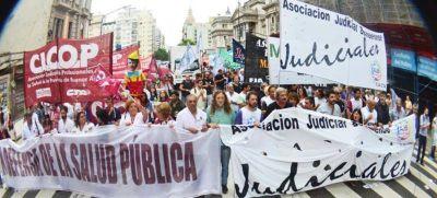 Con paros y marchas, judiciales y médicos exigieron la reapertura de las paritarias