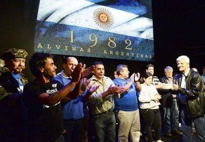 San Fernando recordó el 2 de Abril, con vigilia y show de Bruno Arias