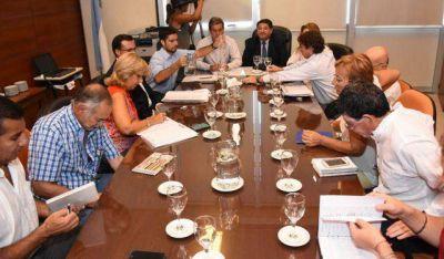 Ultimátum paritario: Gobierno y gremios buscarán un acuerdo para evitar el decreto