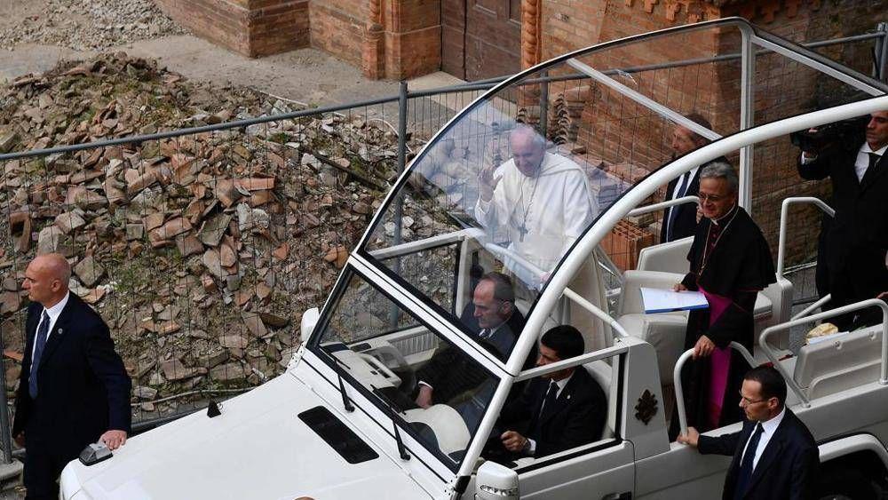Francisco demuestra su cercanía a quienes sufrieron el terremoto en Mirandola