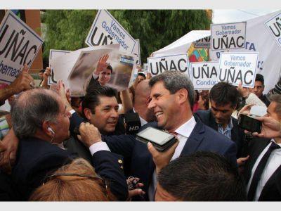 En su discurso, Uñac no le escapó a hablar de los problemas del día a día