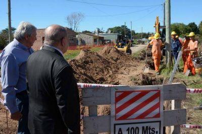 Obras de cloacas y redes de agua que beneficiarán a más de 18 mil vecinos