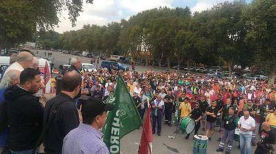 Gremios portuarios realizaron una asamblea por la situación laboral de los trabajadores del Puerto de Buenos Aires