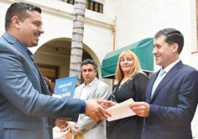 Entregan fondos para fortalecer la economía social en el Interior