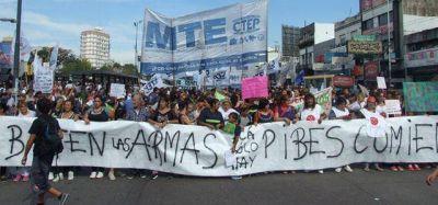 """Multitudinaria marcha contra la """"represión"""" en el comedor"""