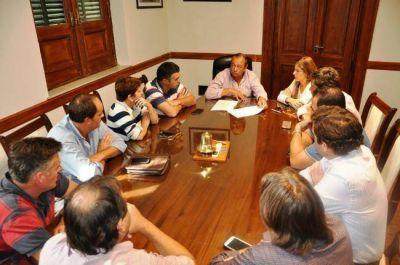 Por terrenos para construir, Sánchez se reunió con el pleno de las bancadas