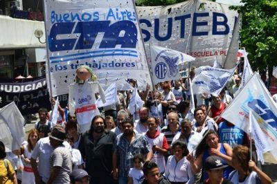 Gremios docentes recurren a la OIT como respuesta a la amenaza del Gobierno de quitarle la personería