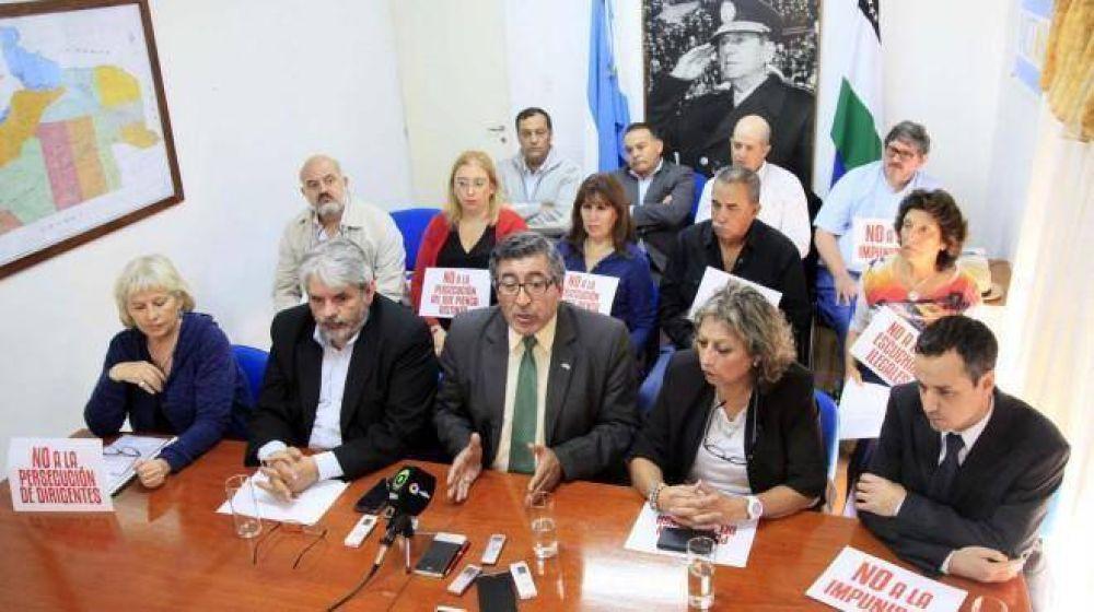 Legisladores acusan a fiscales de Viedma de armarles causas