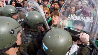 Una multitud enfrentó el protocolo antipiquetes