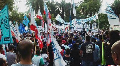 Paro de la CGT: cientos de bahienses marcharon en el centro