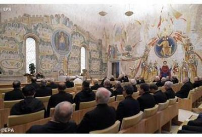 El Papa Francisco asiste a la quinta predicación de Cuaresma