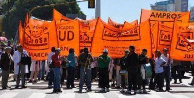 Federación médica se moviliza al Ministerio de Salud contra planes sanitarios del gobierno