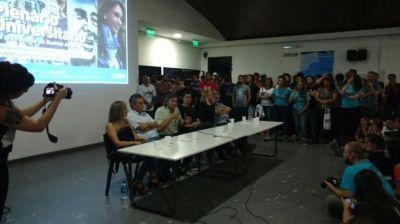 Florencia Saintout acompañó a Maximo Kirchner durante un acto universitario realizado en La Plata