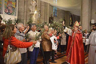 Gran congregación de fieles en el Domingo de Ramos