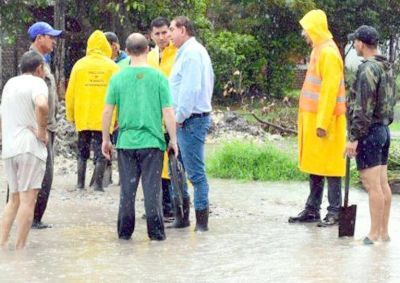 Jorge Jofré recorrió con su gabinete los barrios anegados por lluvias