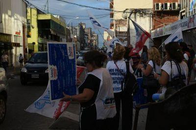 Sin medidas de fuerza, los docentes esperan ser llamados por Vidal