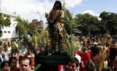 Católicos elevaron hoy las hojas de pindó