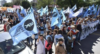 En Córdoba, los docentes también paran contra el desalojo policial