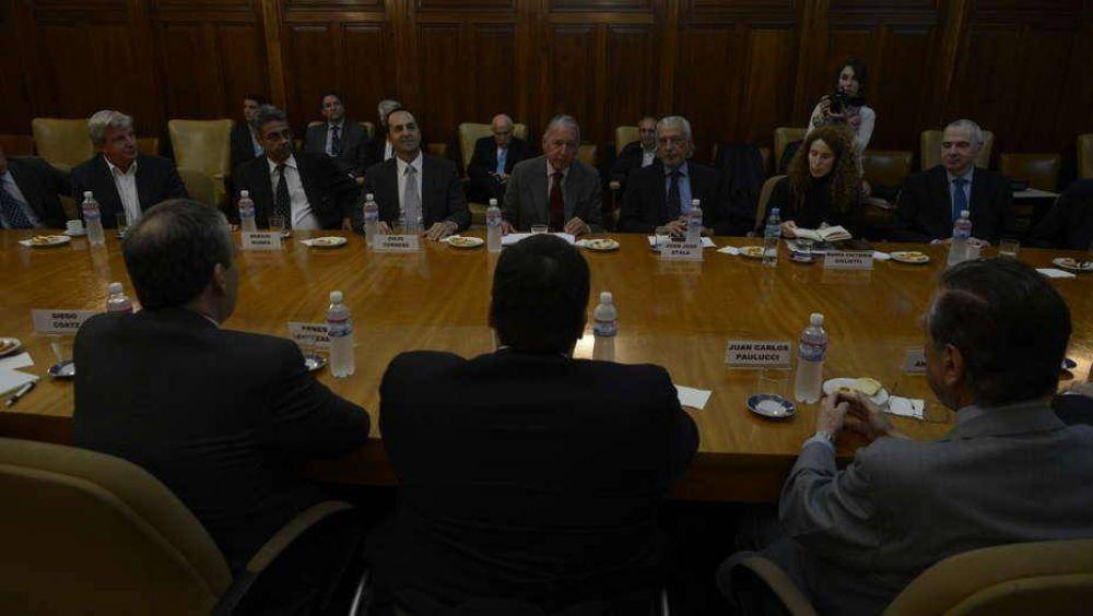 Triaca empezó a negociar el proyecto de blanqueo laboral con los empresarios