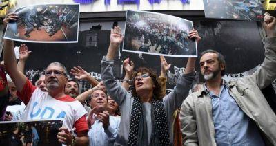 Sin clases en todo el país por la represión a los docentes