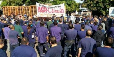 """Trabajadores de AGR-Clarín prometen """"continuar la lucha"""" luego del desalojo"""
