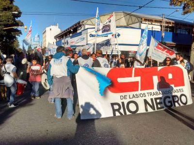 Docentes y estudiantes se movilizaron contra la represión