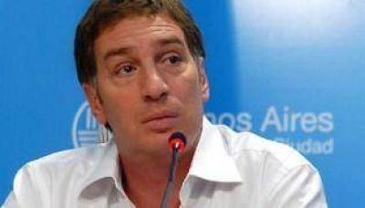 Santilli anunció que los docentes podrán instalar la carpa