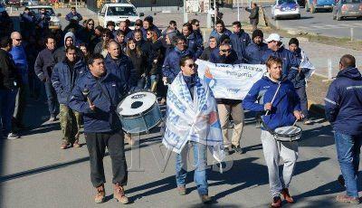 Un adelanto de sueldo no frenó protesta de trabajadores de SPSE