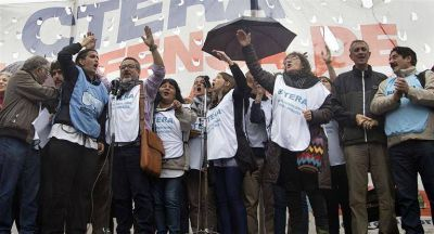 Gremios docentes pararon en repudio al desalojo en el Congreso