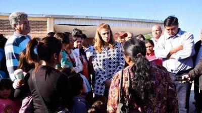 La Gobernadora visitó a las familias evacuadas del departamento Avellaneda