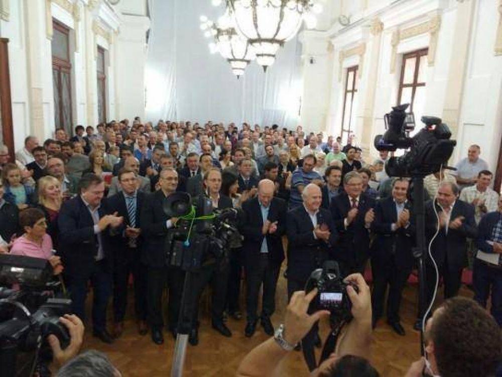 Lifschitz presentó el programa de asistencia financiera a tamberos y productores