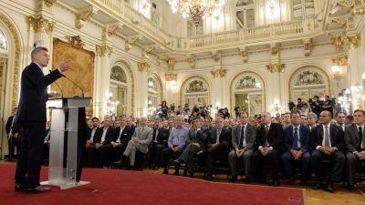 Macri armó un acto para pedirles más control del empleo a los gobernadores