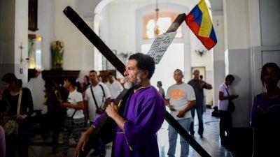 Chavistas irrumpen en una iglesia y agreden a fieles y al cardenal de Caracas
