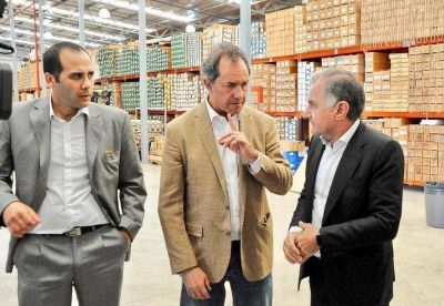 Scioli sigue con sus recorridas por la Provincia: visitó Varela y La Plata