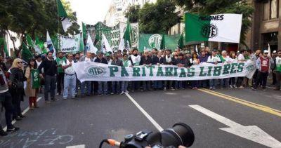 """Estatales reclamaron """"paritarias sin techo"""" frente a Modernización"""