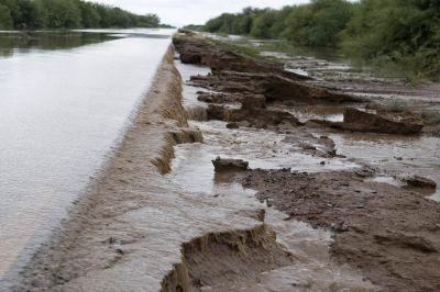 La gobernadora recorrió zonas afectadas por la última tormenta