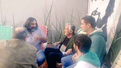 """Alberto Rodríguez Saá visitó la """"escuela itinerante"""" frente al Congreso"""